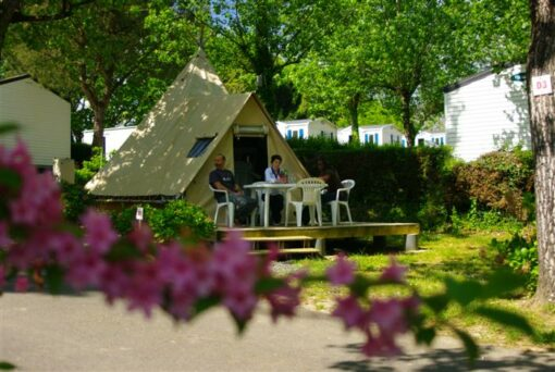 lodge hosateguy camping Oyam