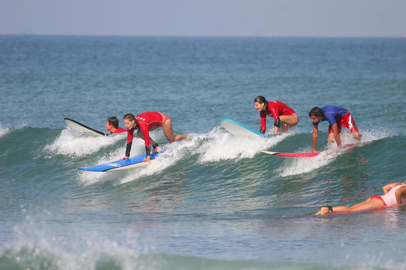 cours-de-surf-adultes-camping-oyam